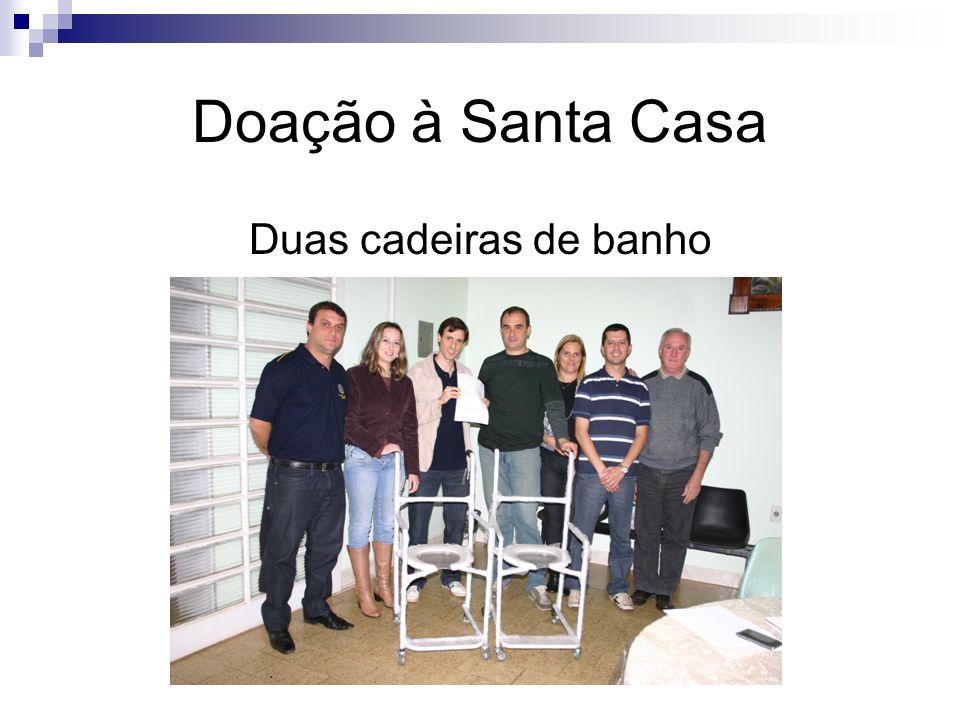 Doação à Santa Casa Duas cadeiras de banho