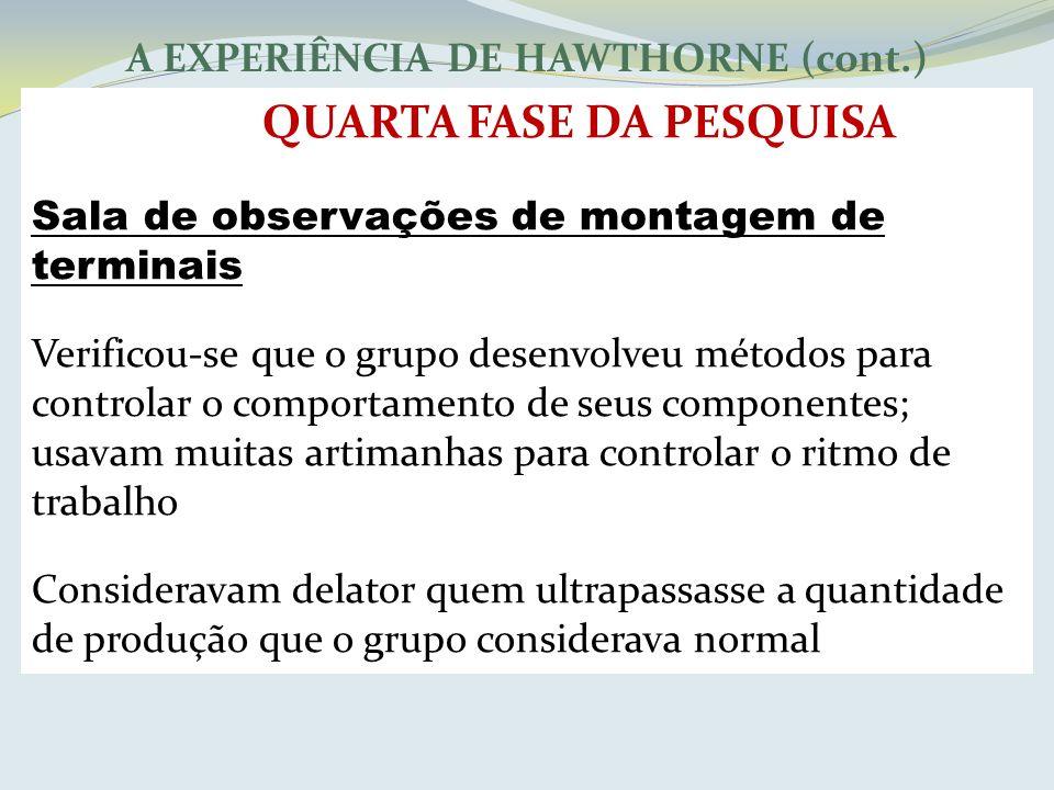 A EXPERIÊNCIA DE HAWTHORNE (cont.) QUARTA FASE DA PESQUISA Sala de observações de montagem de terminais Verificou-se que o grupo desenvolveu métodos p