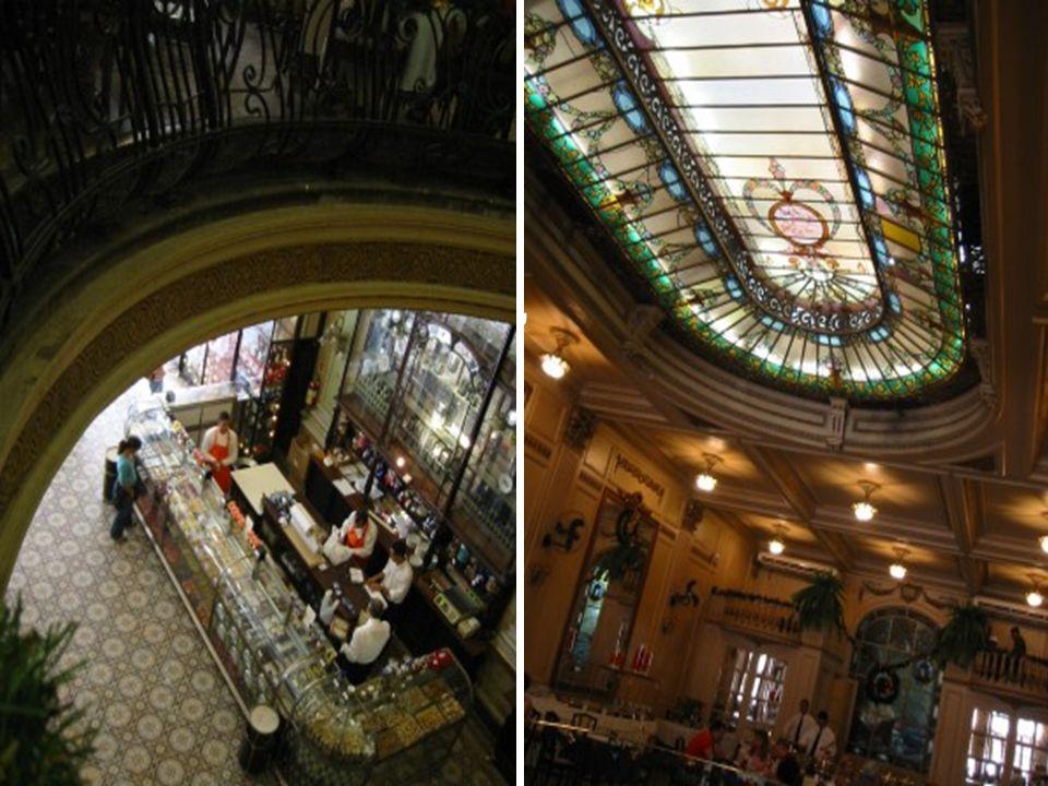 Uma abertura no teto do pavimento térreo permite ver a clarabóia do salão de chá, decorada com belos vitrais.