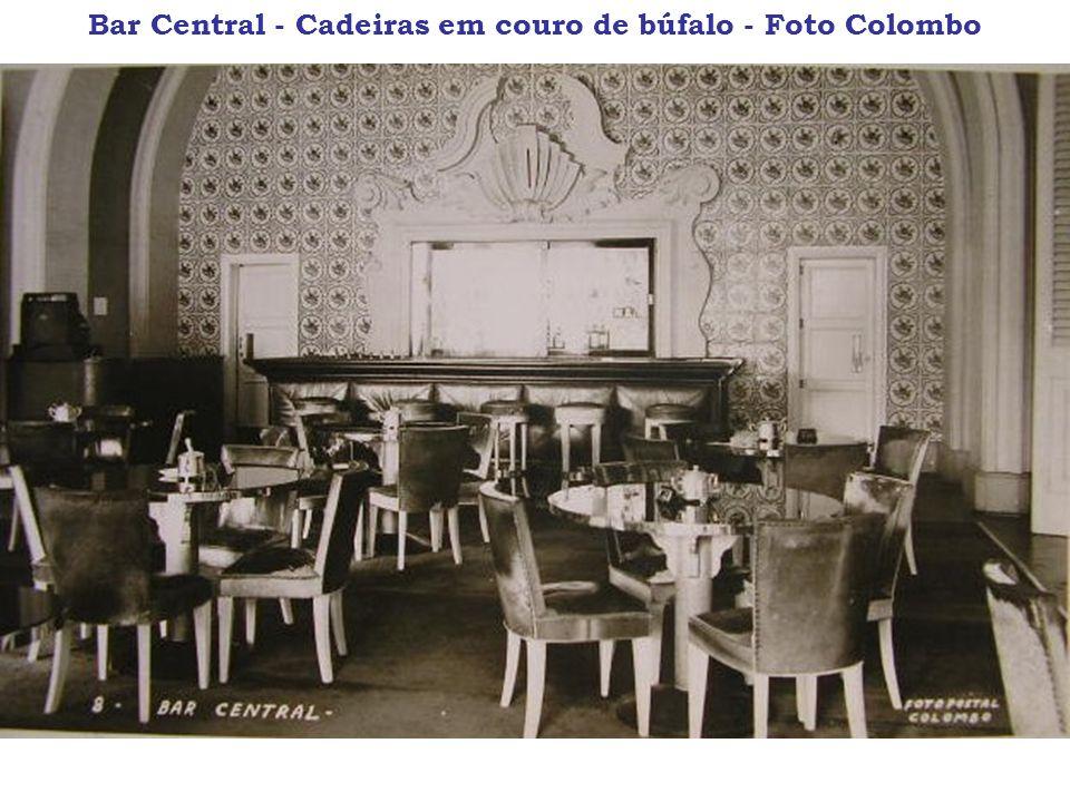 Bar Central - Cadeiras em couro de búfalo - Foto Colombo