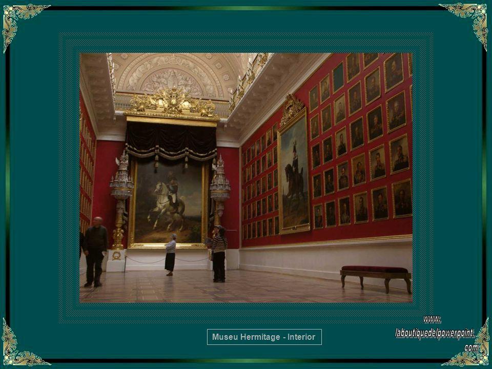 A Galeria de Raphael, no Grande Hermitage, apresenta fiéis reproduções de afrescos do Vaticano
