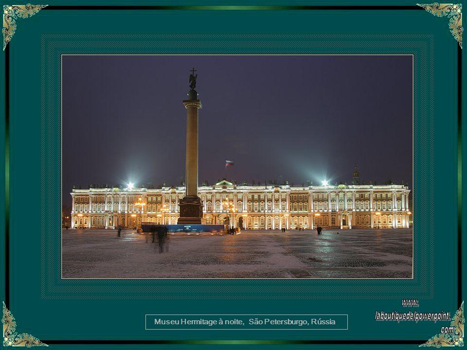 Museu Hermitage à noite, São Petersburgo, Rússia