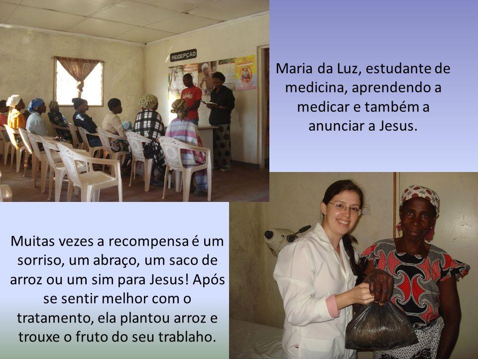 Maria da Luz, estudante de medicina, aprendendo a medicar e também a anunciar a Jesus.