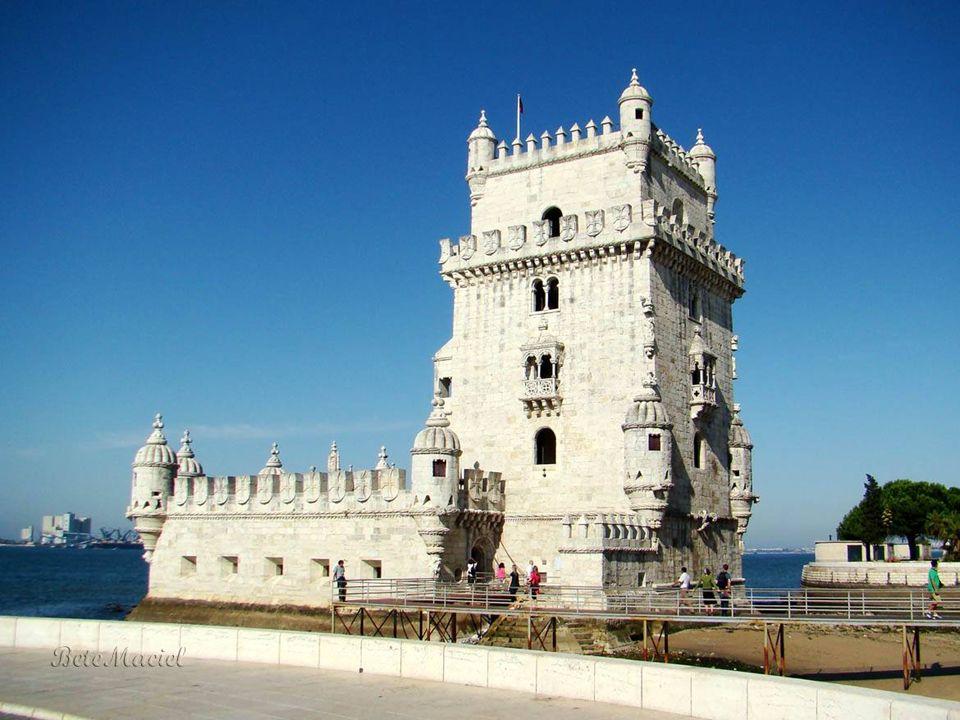Torre de Belém Torre de Belém A Torre de Belém, símbolo da potência militar e marítima de Portugal, é o monumento manuelino mandado construir entre 15