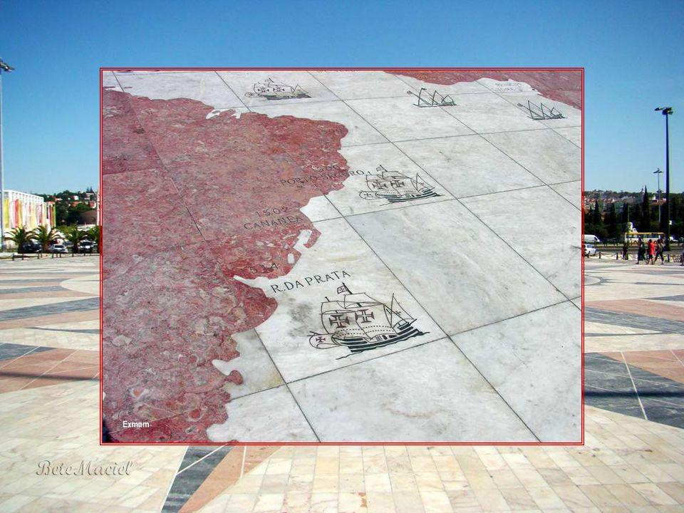 Rosa dos Ventos A Rosa-dos-Ventos, situada em frente ao Padrão dos Descobrimentos, em Belém, foi oferecida pela República da África do Sul a Portugal.