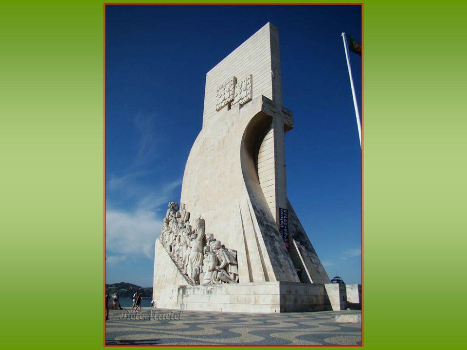 Monumento aos Descobrimentos O Monumento aos Descobrimentos, popularmente conhecido como Padrão dos Descobrimentos, localiza-se na freguesia de Belém,