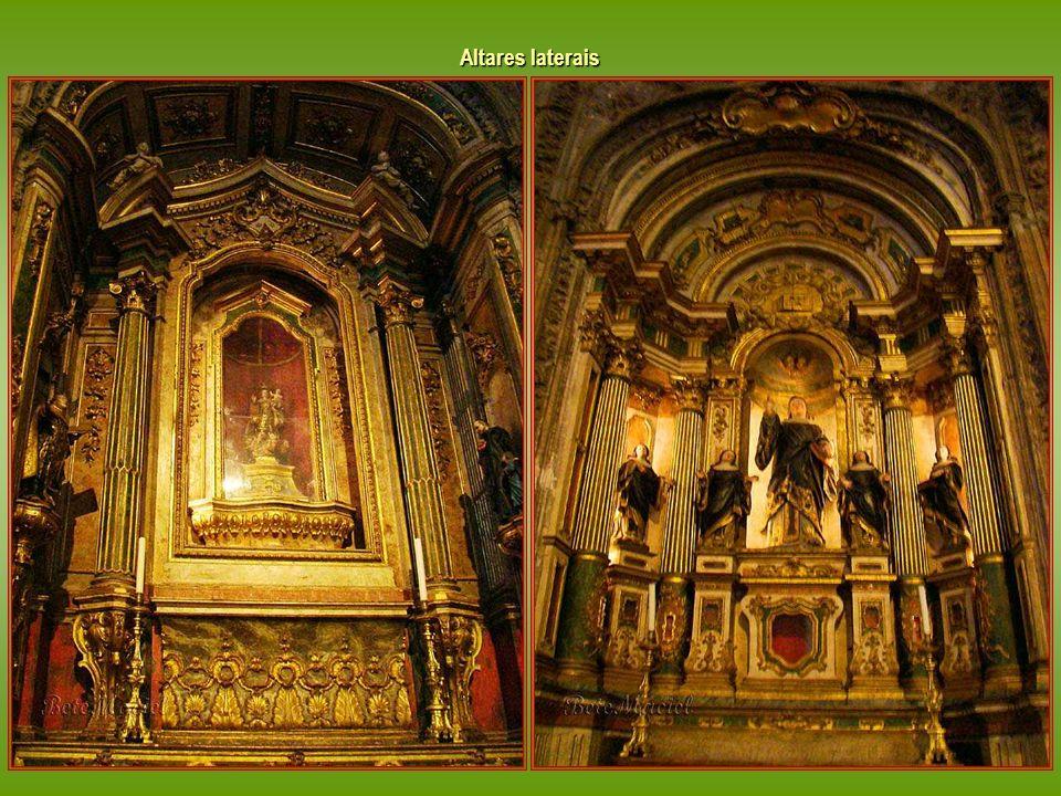 Altares laterais