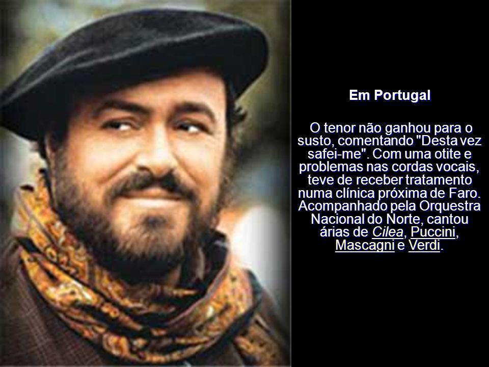 Em Portugal Em 21 de Junho de 2000 actuou no Estádio S.Luís, em Faro com cenário do arquitecto Tomás Taveira. Na viagem entre Lisboa e Faro, partiu-se