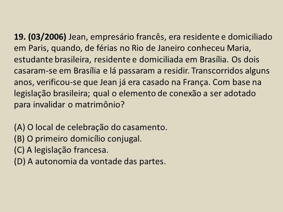 19. (03/2006) Jean, empresário francês, era residente e domiciliado em Paris, quando, de férias no Rio de Janeiro conheceu Maria, estudante brasileira