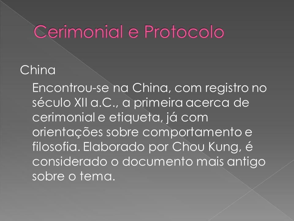 China Encontrou-se na China, com registro no século XII a.C., a primeira acerca de cerimonial e etiqueta, já com orientações sobre comportamento e filosofia.