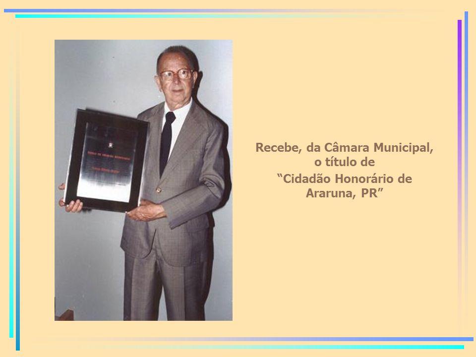 Recebe, da Câmara Municipal, o título de Cidadão Honorário de Araruna, PR