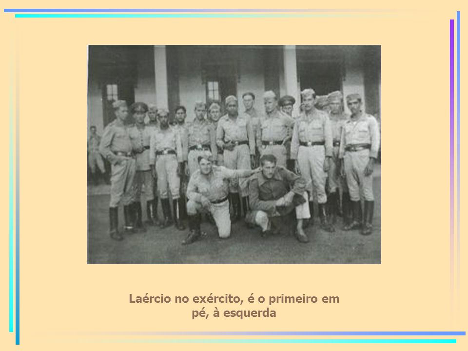 Laércio no exército, é o primeiro em pé, à esquerda