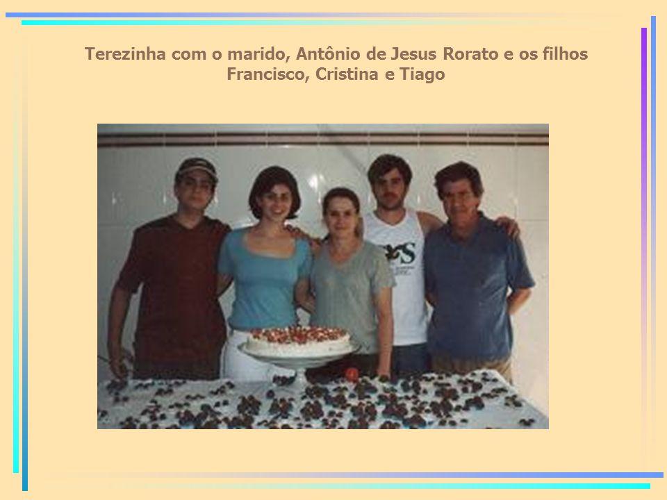 Terezinha com o marido, Antônio de Jesus Rorato e os filhos Francisco, Cristina e Tiago