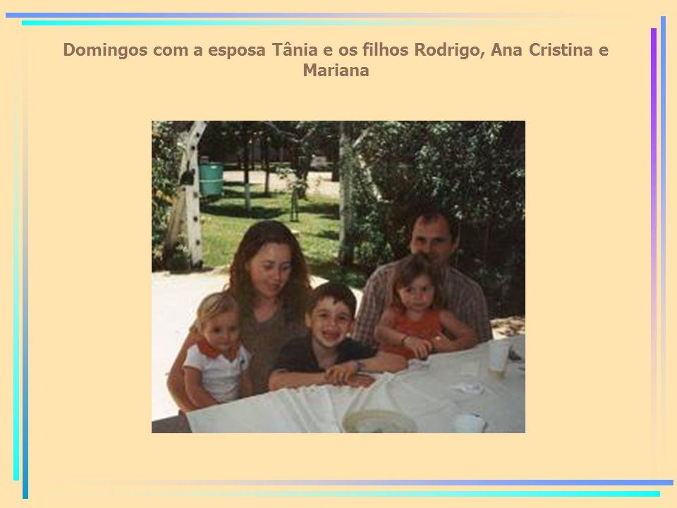 Domingos com a esposa Tânia e os filhos Rodrigo, Ana Cristina e Mariana