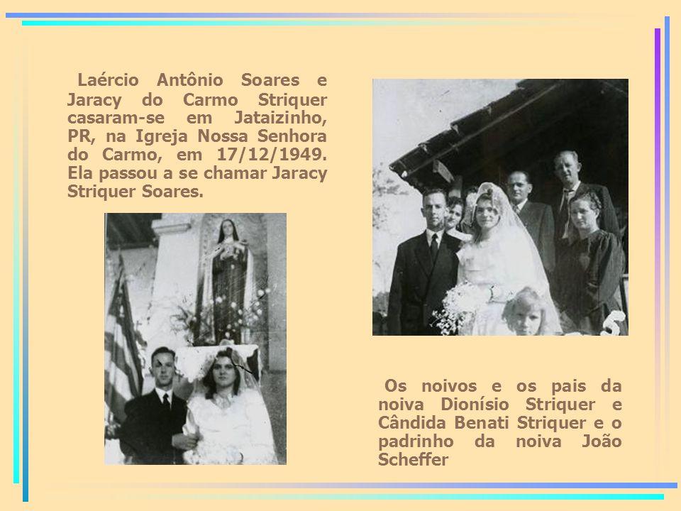 Laércio Antônio Soares e Jaracy do Carmo Striquer casaram-se em Jataizinho, PR, na Igreja Nossa Senhora do Carmo, em 17/12/1949.