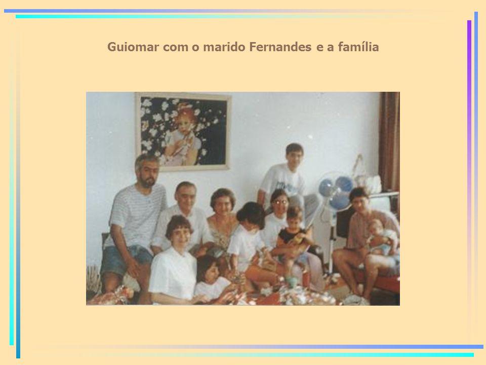 Guiomar com o marido Fernandes e a família