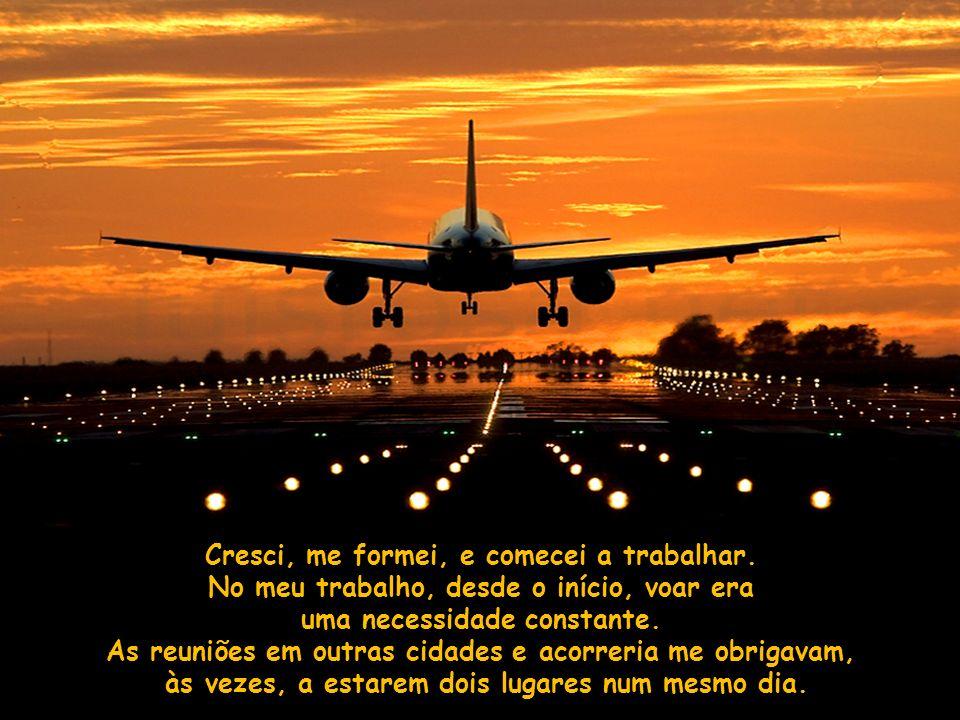 Ao olhar pela janela via, sem palavras, o avião rompendo as nuvens, chegando ao céu azul.