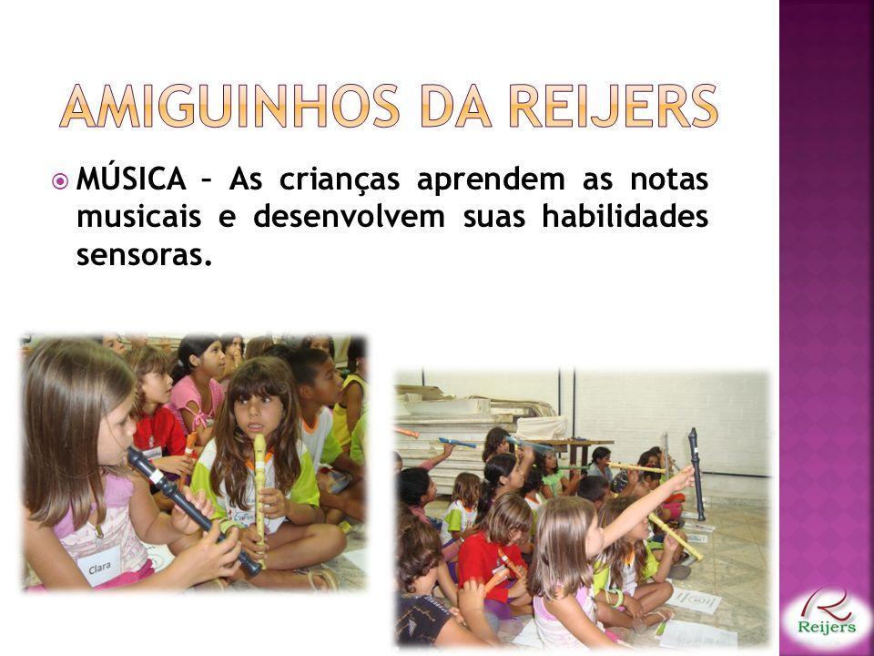 MÚSICA – As crianças aprendem as notas musicais e desenvolvem suas habilidades sensoras.