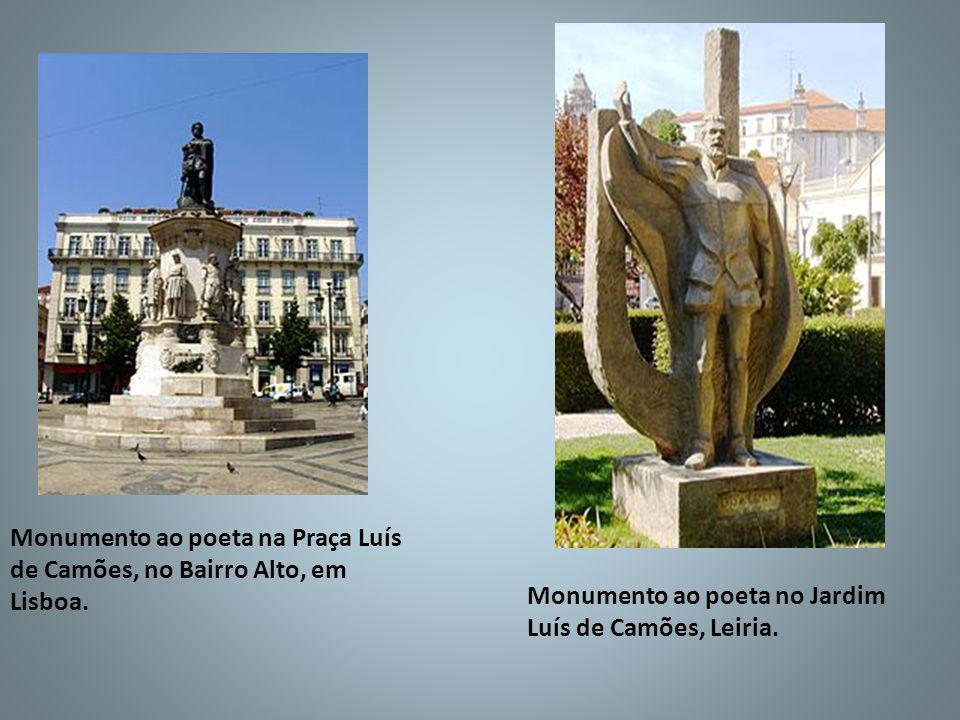 Monumento ao poeta na Praça Luís de Camões, no Bairro Alto, em Lisboa. Monumento ao poeta no Jardim Luís de Camões, Leiria.