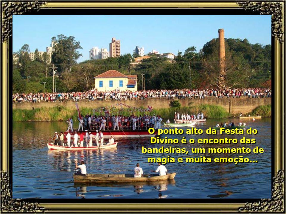 Festa do Divino Espírito Santo, nas águas do Rio Piracicaba, que se realiza todo mês de julho. É a mais significativa manifestação religiosa popular e