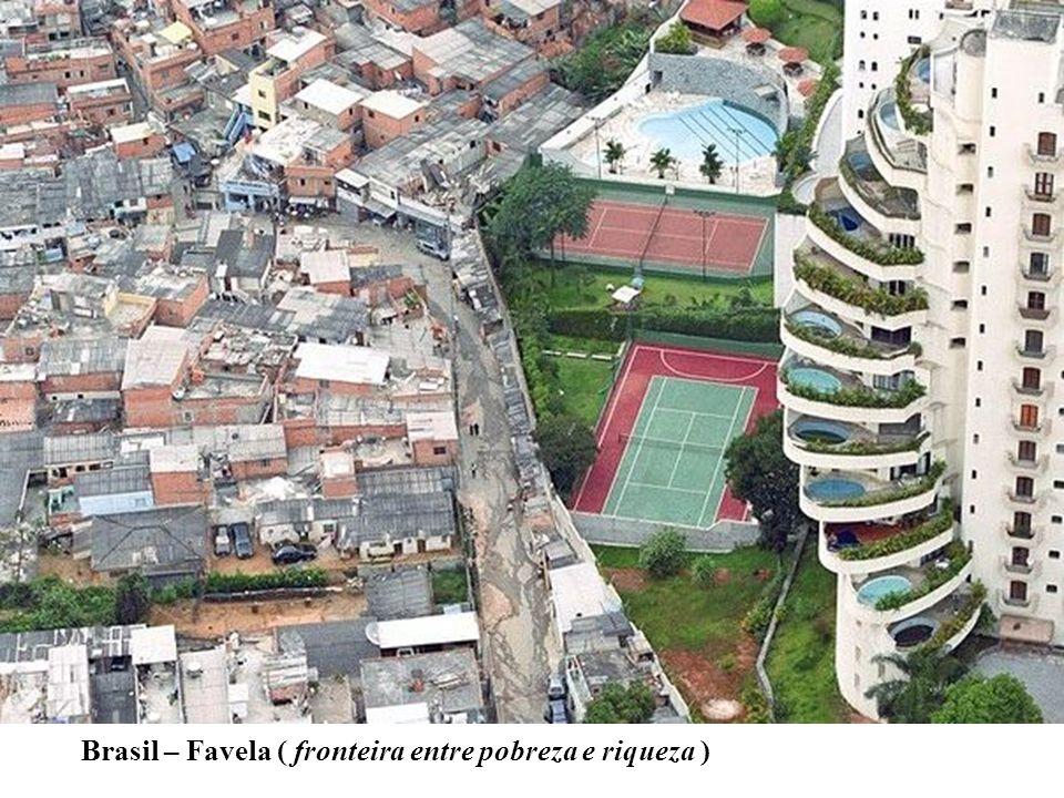 Brasil – Favela ( fronteira entre pobreza e riqueza )
