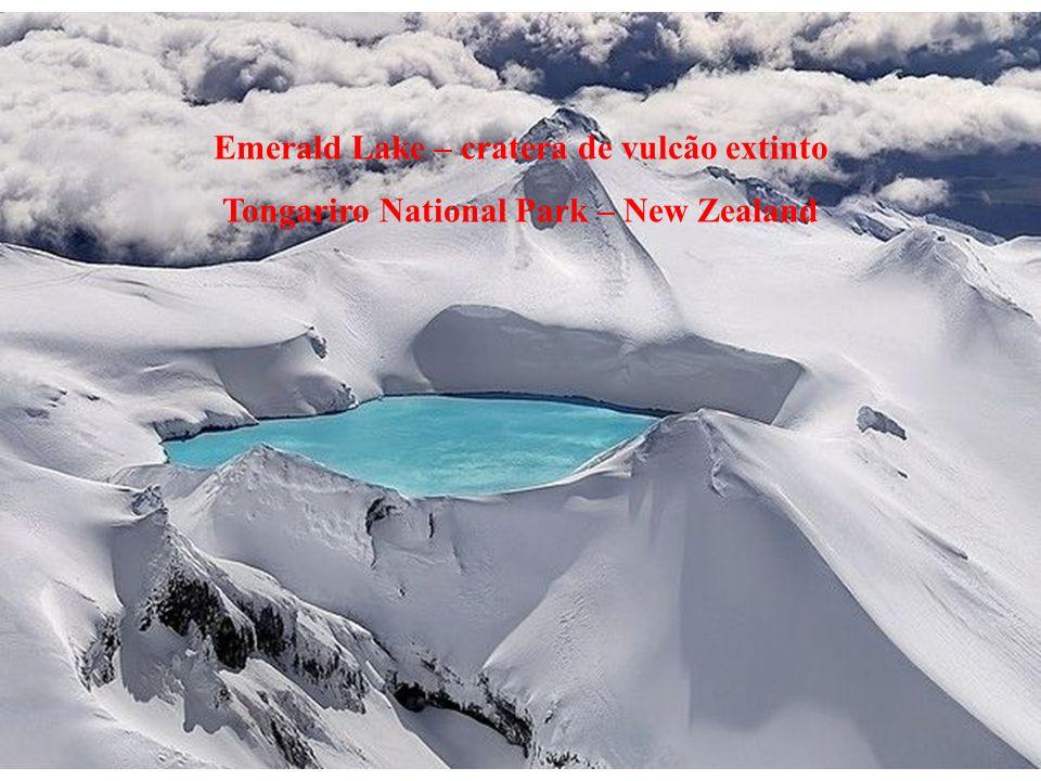 Emerald Lake – cratera de vulcão extinto Tongariro National Park – New Zealand
