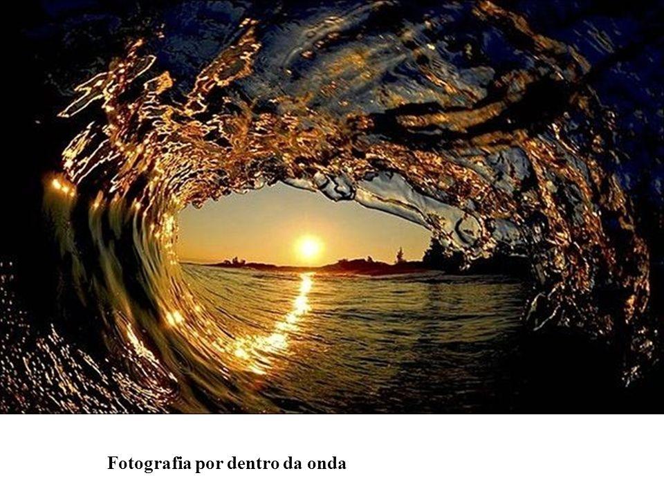 Fotografia por dentro da onda
