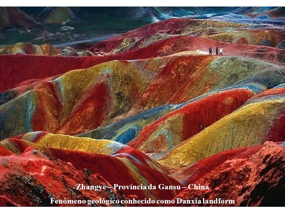 Zhangye – Província da Gansu – China Fenómeno geológico conhecido como Danxia landform