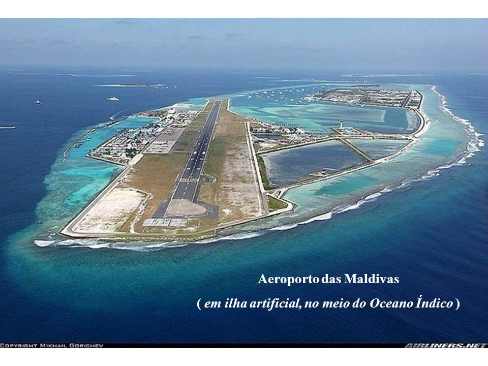 Aeroporto das Maldivas ( em ilha artificial, no meio do Oceano Índico )