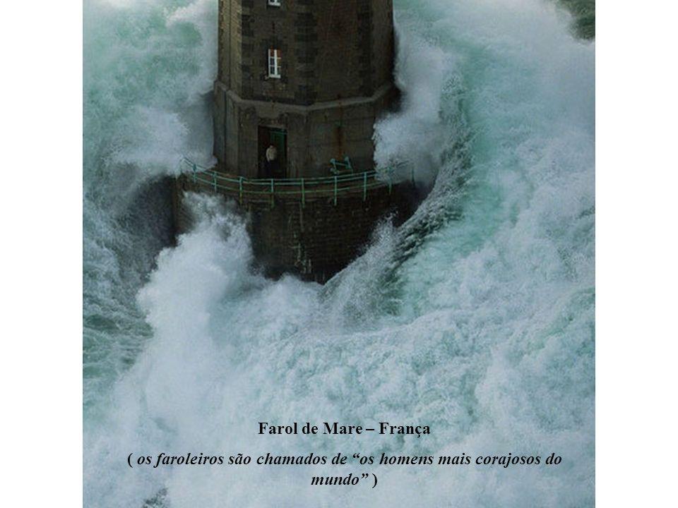 Farol de Mare – França ( os faroleiros são chamados de os homens mais corajosos do mundo )