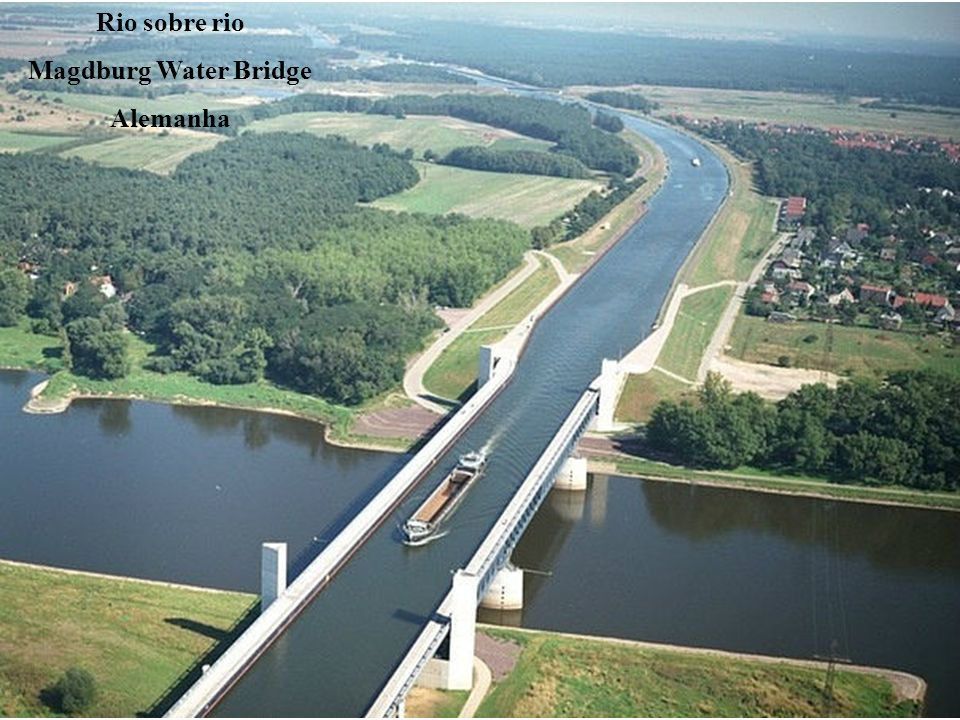 Rio sobre rio Magdburg Water Bridge Alemanha