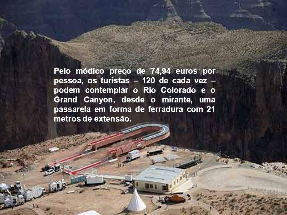 Pelo módico preço de 74,94 euros por pessoa, os turistas – 120 de cada vez – podem contemplar o Rio Colorado e o Grand Canyon, desde o mirante, uma passarela em forma de ferradura com 21 metros de extensão.