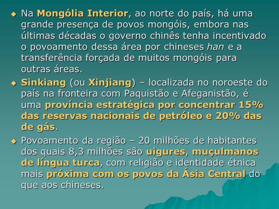 Na Mongólia Interior, ao norte do país, há uma grande presença de povos mongóis, embora nas últimas décadas o governo chinês tenha incentivado o povoamento dessa área por chineses han e a transferência forçada de muitos mongóis para outras áreas.