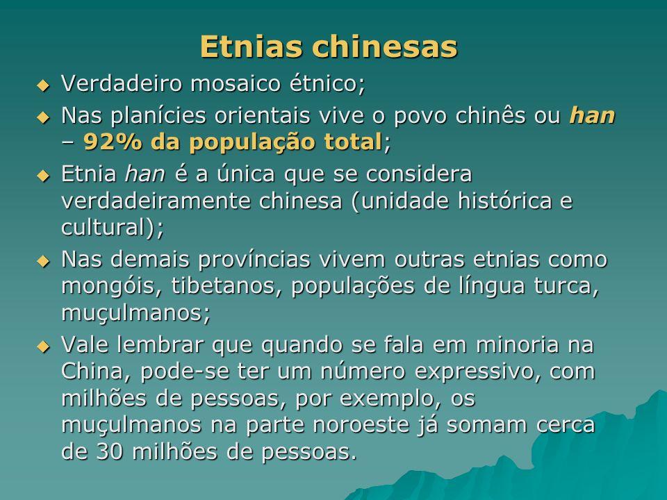 Etnias chinesas Etnias chinesas Verdadeiro mosaico étnico; Verdadeiro mosaico étnico; Nas planícies orientais vive o povo chinês ou han – 92% da popul