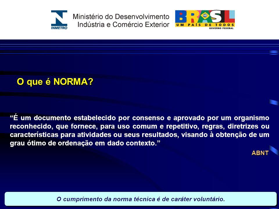 O que é NORMA? É um documento estabelecido por consenso e aprovado por um organismo reconhecido, que fornece, para uso comum e repetitivo, regras, dir