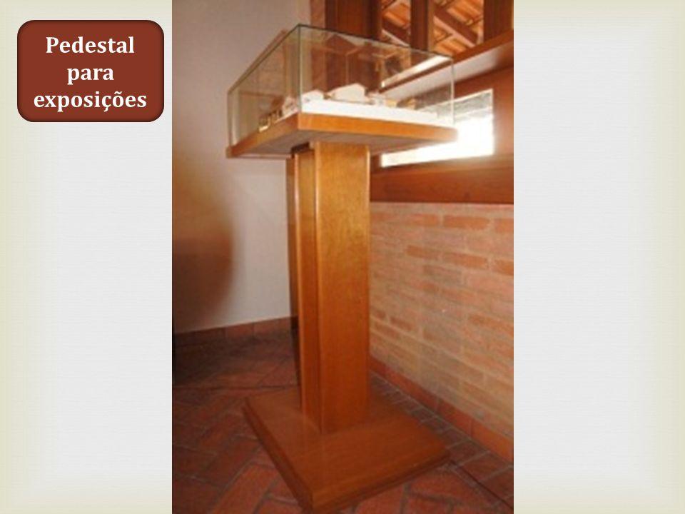 Pedestal para exposições