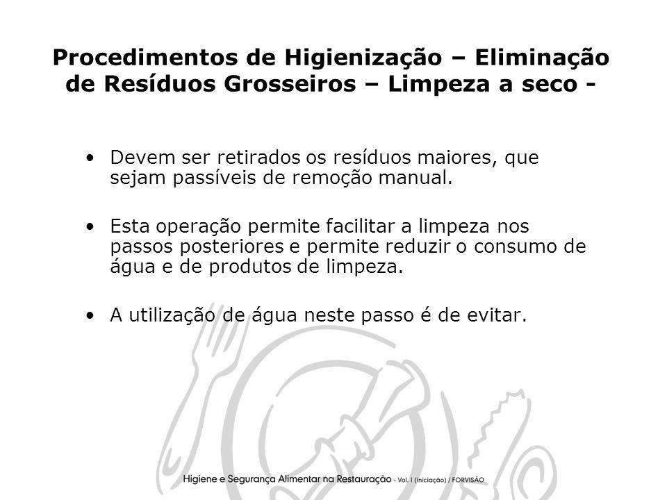 23 Procedimentos de Higienização – Eliminação de Resíduos Grosseiros – Limpeza a seco - Devem ser retirados os resíduos maiores, que sejam passíveis de remoção manual.