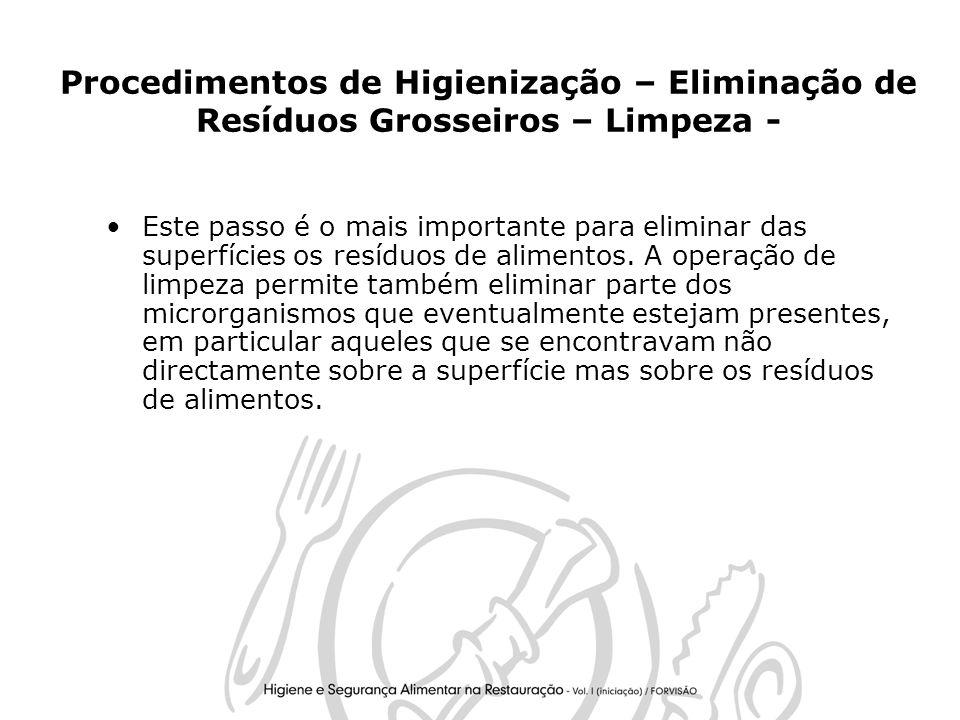 26 Procedimentos de Higienização – Eliminação de Resíduos Grosseiros – Limpeza - Este passo é o mais importante para eliminar das superfícies os resíduos de alimentos.