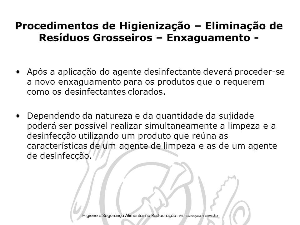 28 Procedimentos de Higienização – Eliminação de Resíduos Grosseiros – Enxaguamento - Após a aplicação do agente desinfectante deverá proceder-se a novo enxaguamento para os produtos que o requerem como os desinfectantes clorados.