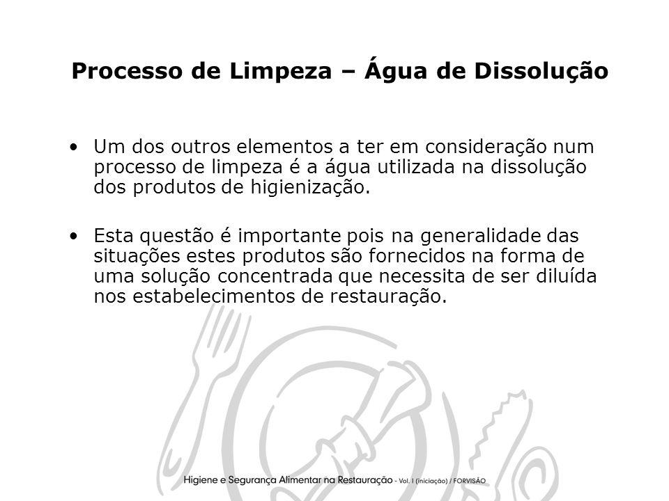 6 Processo de Limpeza – Água de Dissolução Um dos outros elementos a ter em consideração num processo de limpeza é a água utilizada na dissolução dos produtos de higienização.