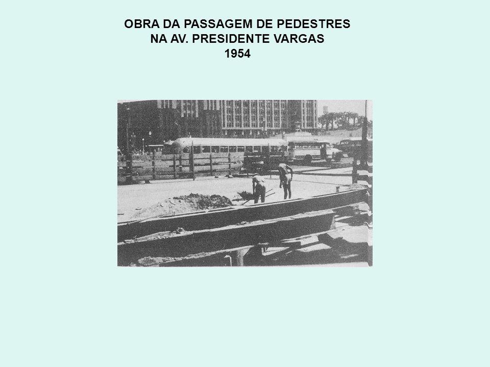 OBRA DA PASSAGEM DE PEDESTRES NA AV. PRESIDENTE VARGAS 1954