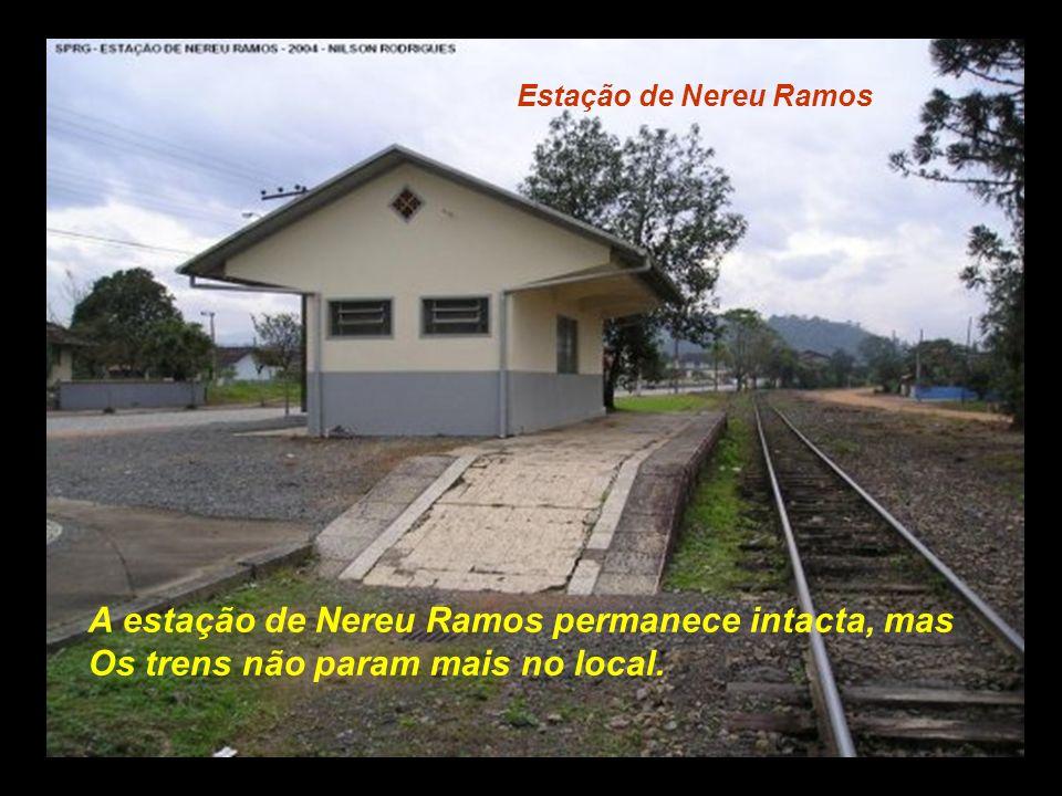 Estação de Corupá O trem de passageiros passava por aqui mais ou Menos lá pelas 6 horas da tarde/noite, e havia uma Parada para jantar................