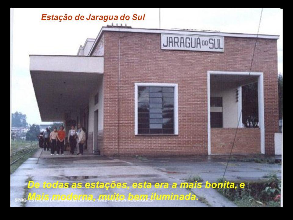Estação de Nereu Ramos A estação de Nereu Ramos permanece intacta, mas Os trens não param mais no local....................