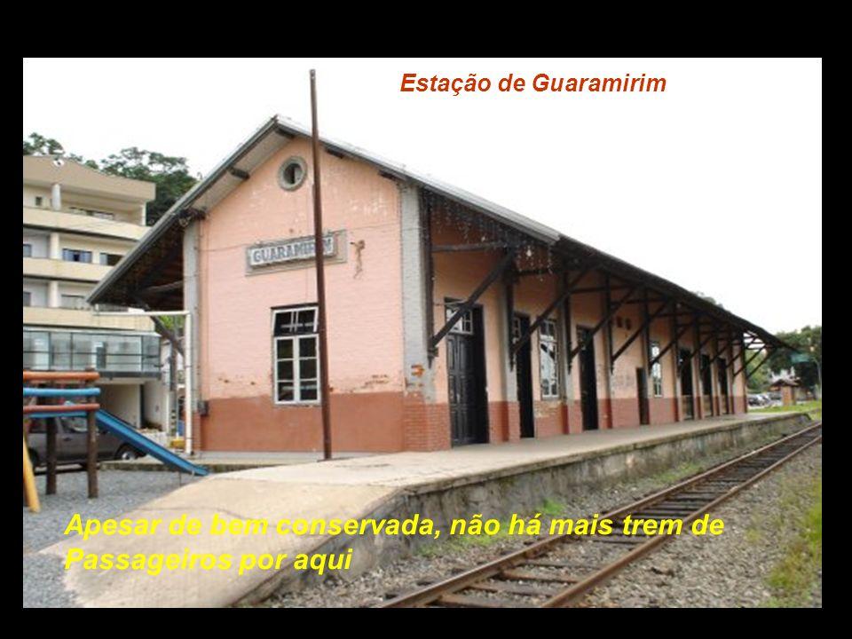 Estação de Jaragua do Sul De todas as estações, esta era a mais bonita, e Mais moderna, muito bem iluminada...................