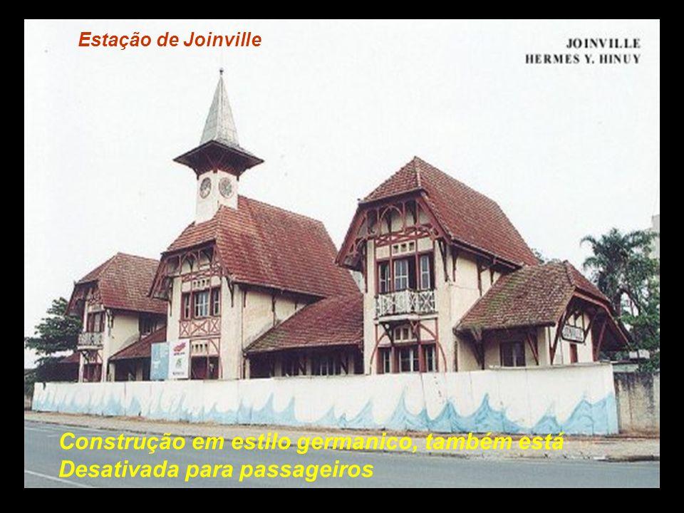 Estação de Guaramirim Apesar de bem conservada, não há mais trem de Passageiros por aqui..................