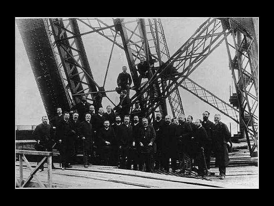 Os engenheiros da equipa Eiffel em 1889