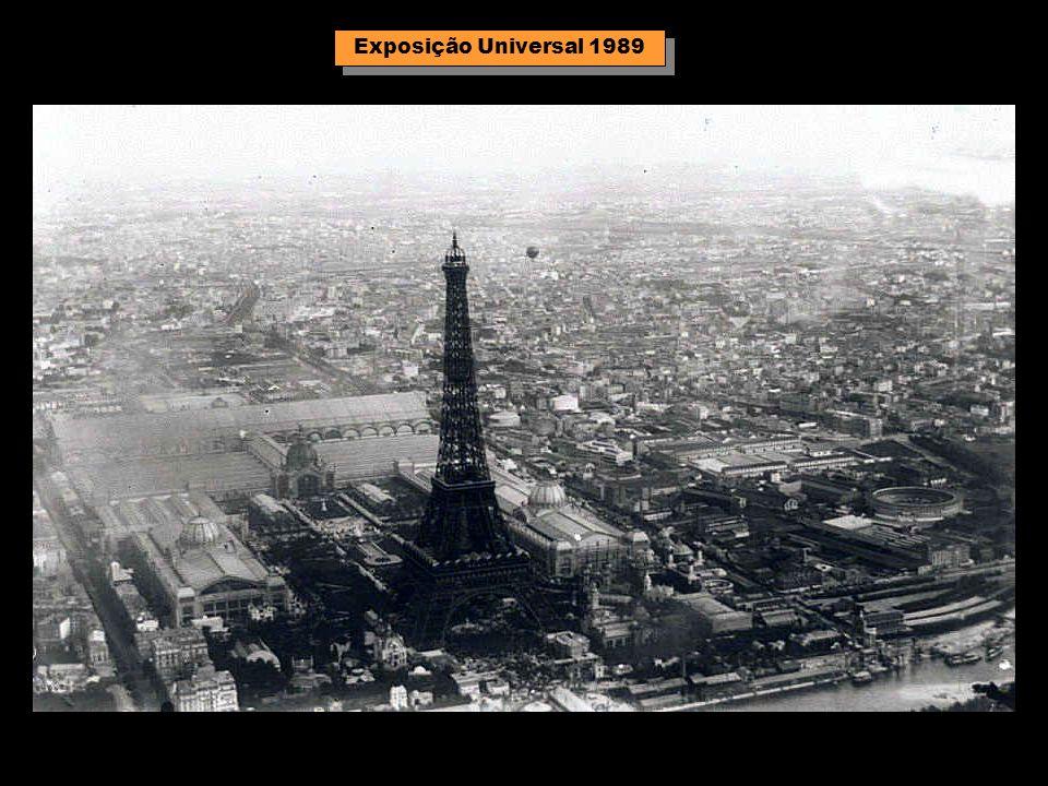 O canhão da Torre Eiffel anunciando o meio-dia