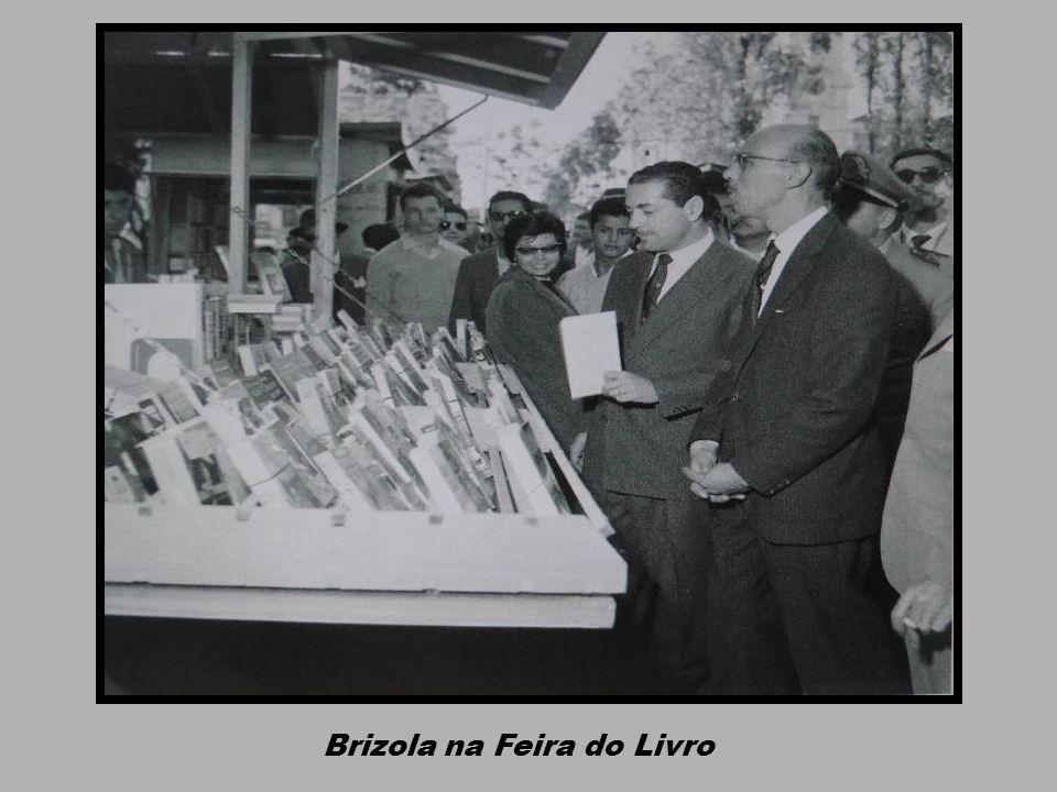 Praça da Alfândega: Cinemas Imperial e Guarani, Farmácia Carvalho, Restaurante Guilosso e Grande Hotel