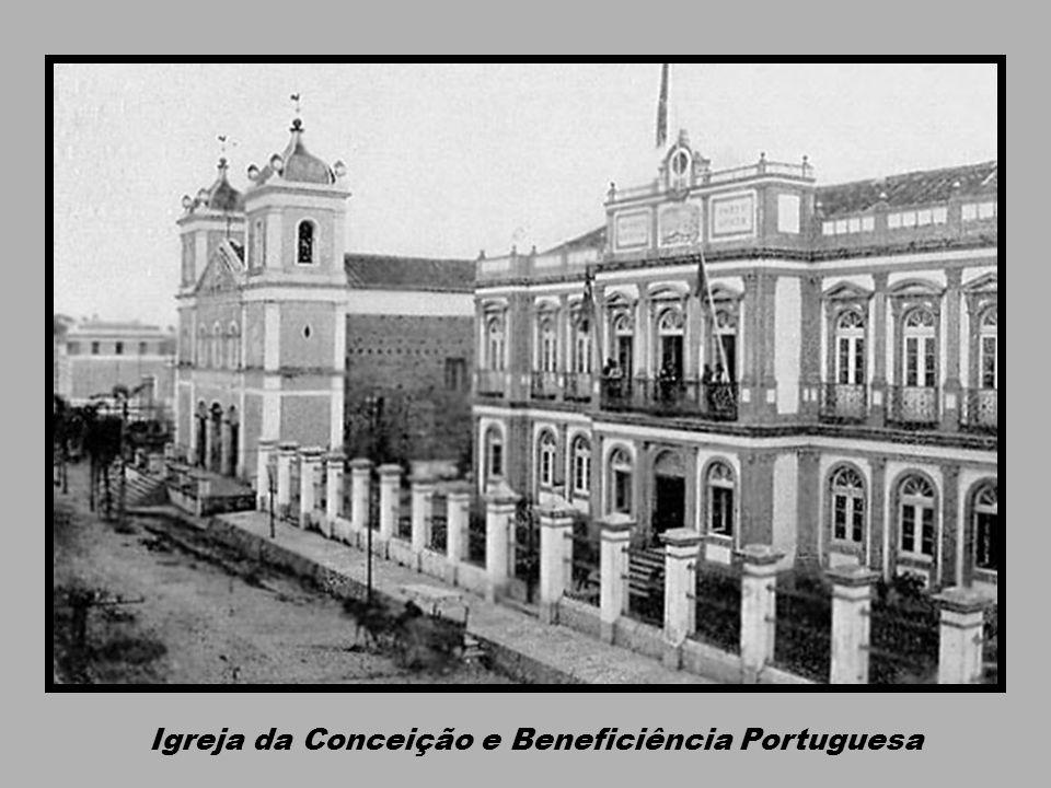 Estação Idelfonso Pinto na Frente do Mercado Modelo e Palácio do Comércio