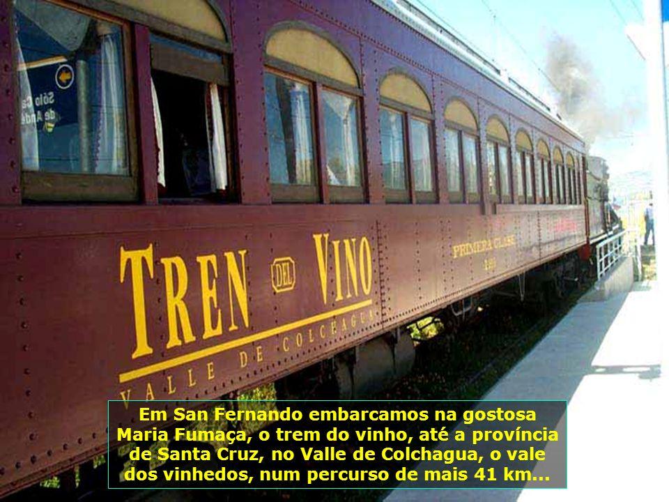 E vamos em direção à rota dos vinhos, até Santa Cruz, passando por San Fernando, 150 km ao sul de Santiago, nesses confortáveis trens-metrôs...